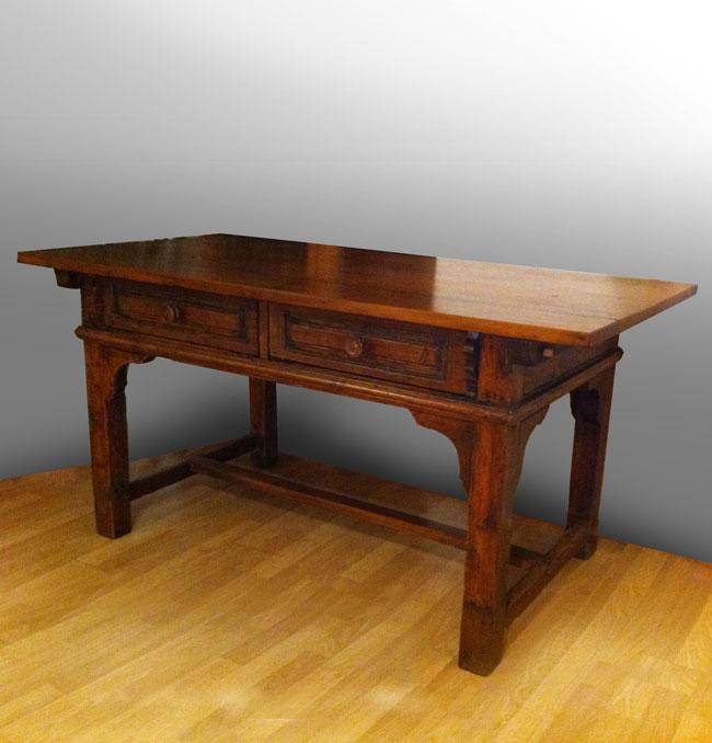 Zum Verkauf Und Vermittlung Stehende Antike Möbel